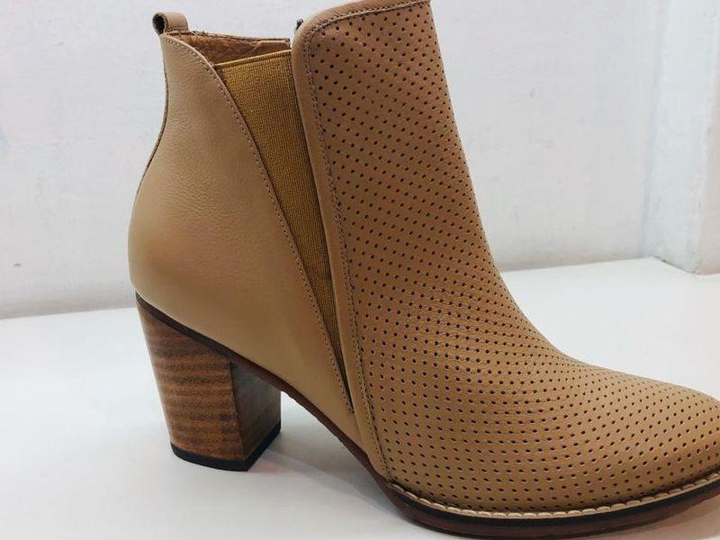 Zapatos de Tacón Café Claro