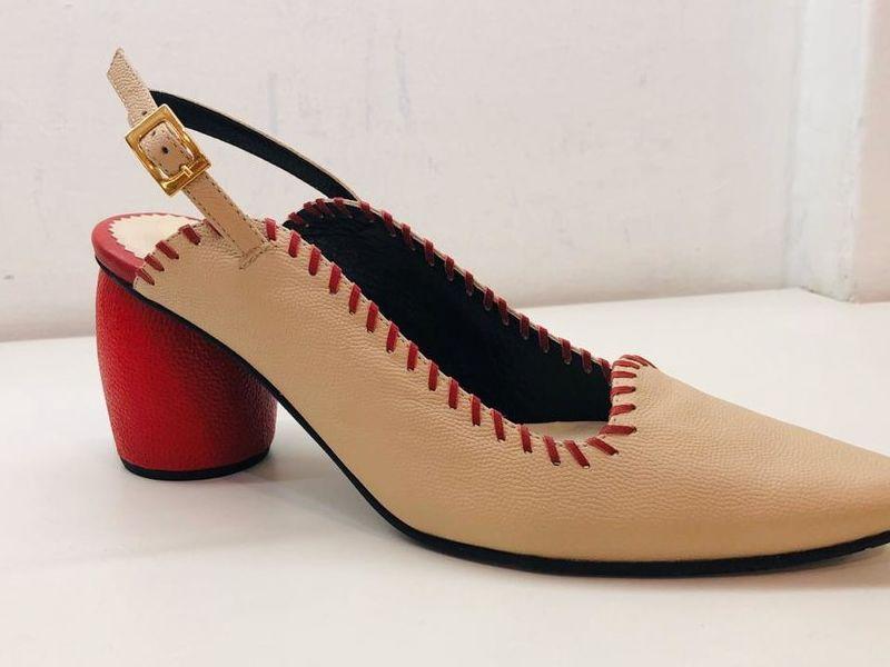 Zapato de Tacón Bajo Color Beige/Rojo