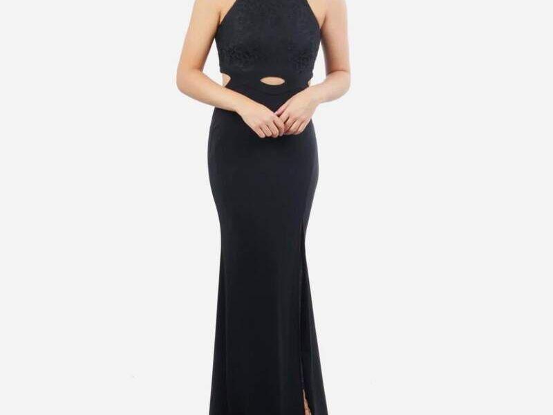Vestido negro con cintura expuesta