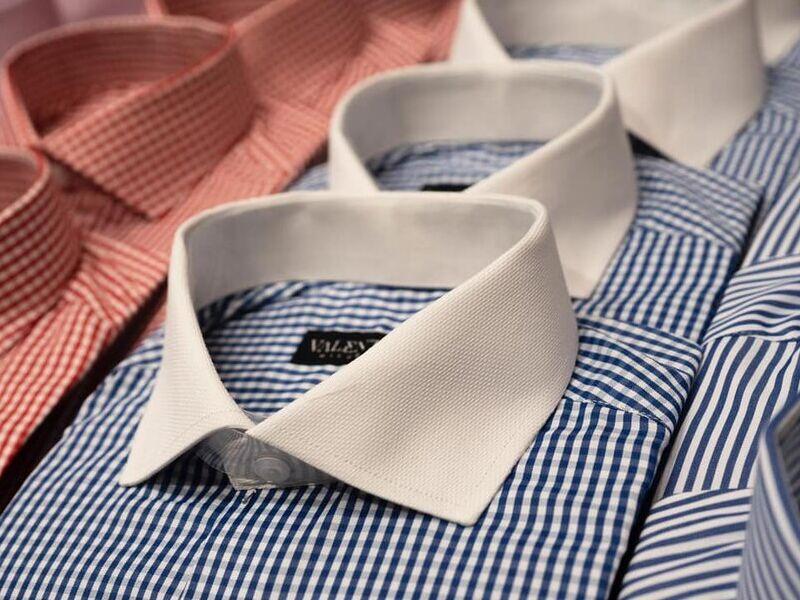 Camisas Casuales en Azul y Cuello Blanco
