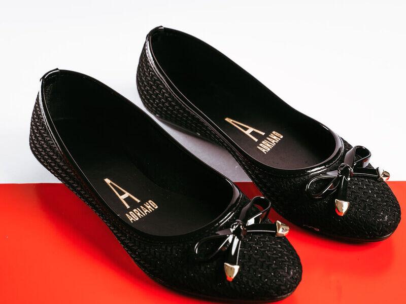 Zapatillas Negras con diseño de lazo