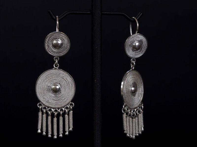 Aretes en plata de diseño exclusivo redondo