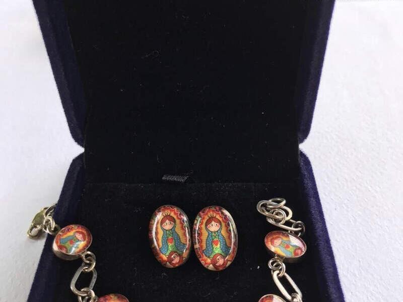 Conjunto de pulsera y aretes de plata