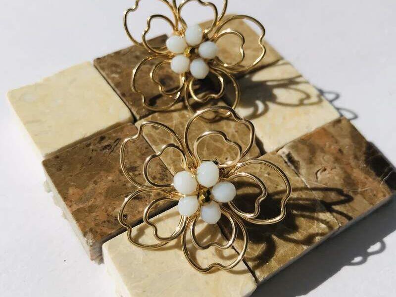 Aretes doble flor de pétalos forma de corazón
